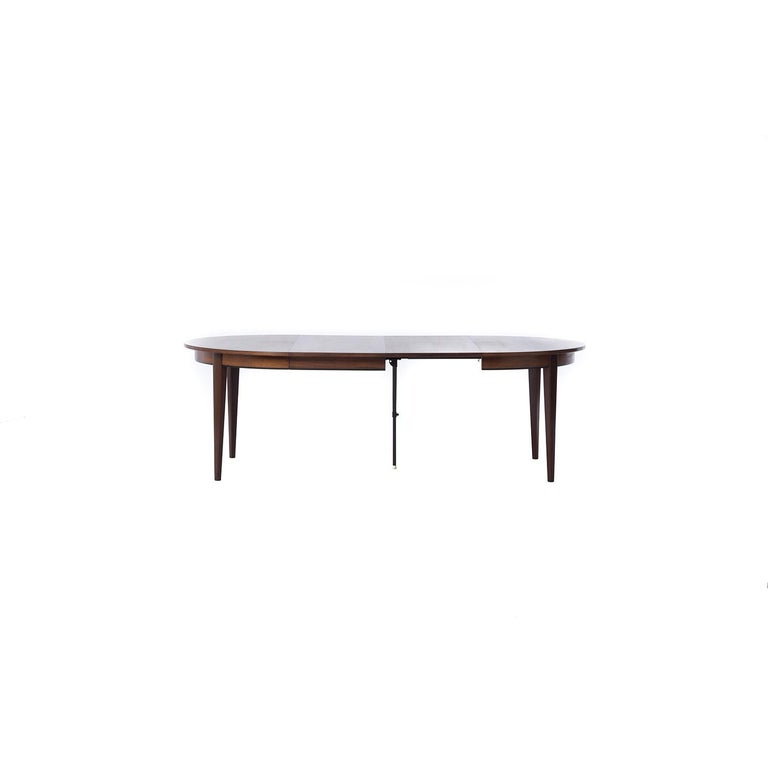 Danish Modern Rosewood Round to Oval Dining Table with Two Leaves 1