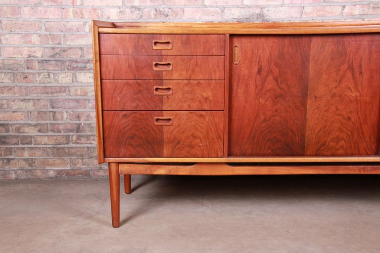 Mid-20th Century Danish Modern Rosewood Sideboard Credenza in the Manner of Arne Vodder, 1960s
