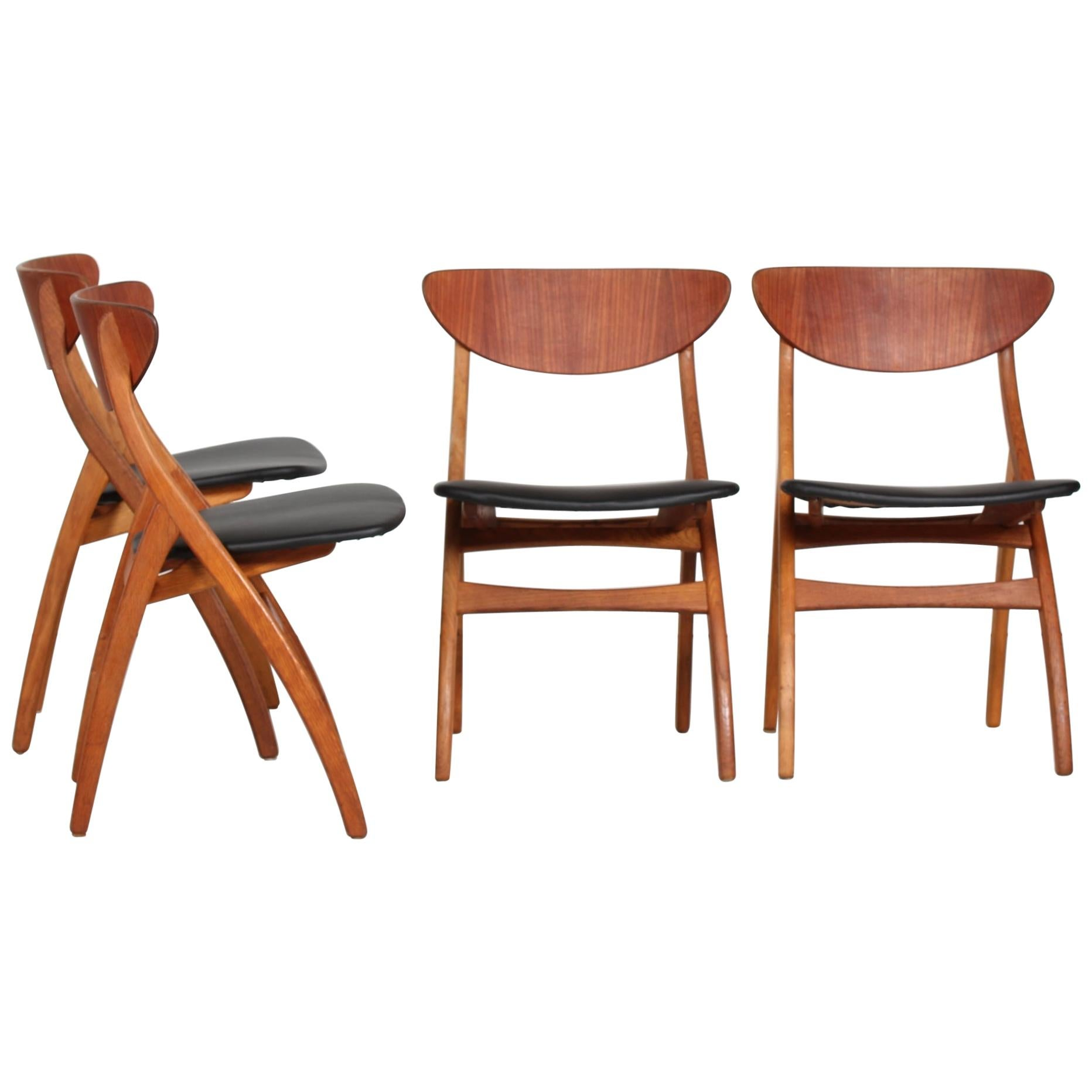 Danish Modern Set of Four Dining Room Chairs of Teak and Oak with Black Seats