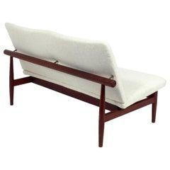 Dänische modernes Sofa von Finn Juhl