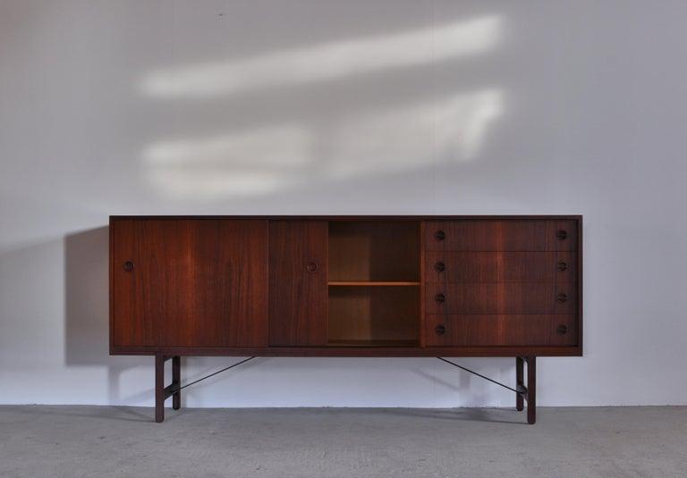Danish Modern Sideboard in Teakwood by Ejner Larsen & Aksel Bender Madsen, 1950s In Good Condition For Sale In Odense, DK