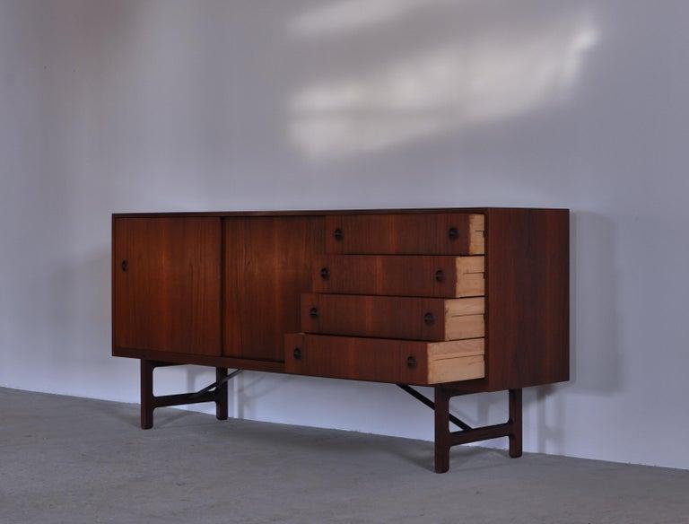 Mid-20th Century Danish Modern Sideboard in Teakwood by Ejner Larsen & Aksel Bender Madsen, 1950s For Sale