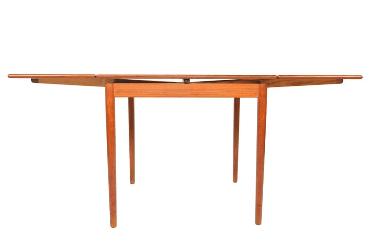 Danish Modern Square Teak Draw Leaf Dining Table In Good Condition For Sale In Berkeley, CA