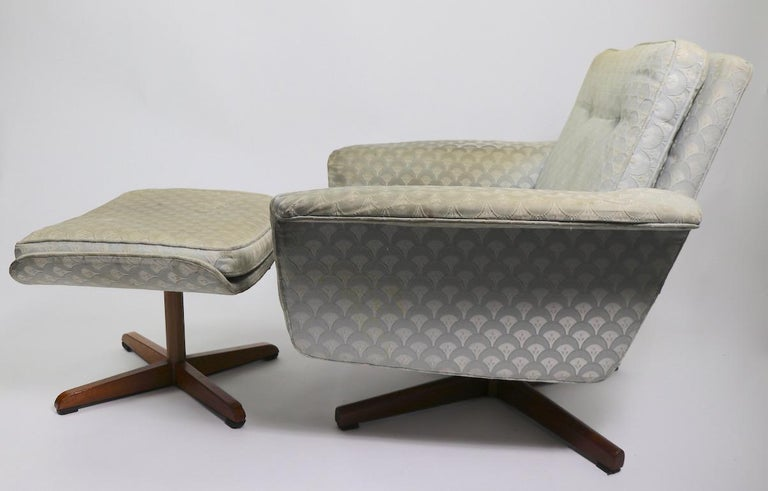 Danish Modern Swivel Chair and Ottoman Attributed to DUX For Sale 6