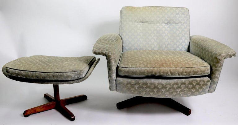 Danish Modern Swivel Chair and Ottoman Attributed to DUX For Sale 7