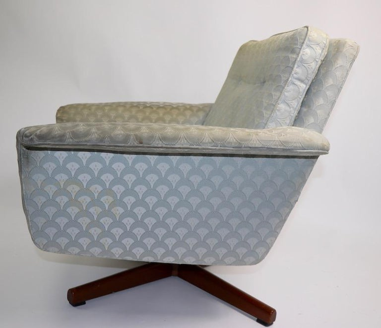 Scandinavian Modern Danish Modern Swivel Chair and Ottoman Attributed to DUX For Sale