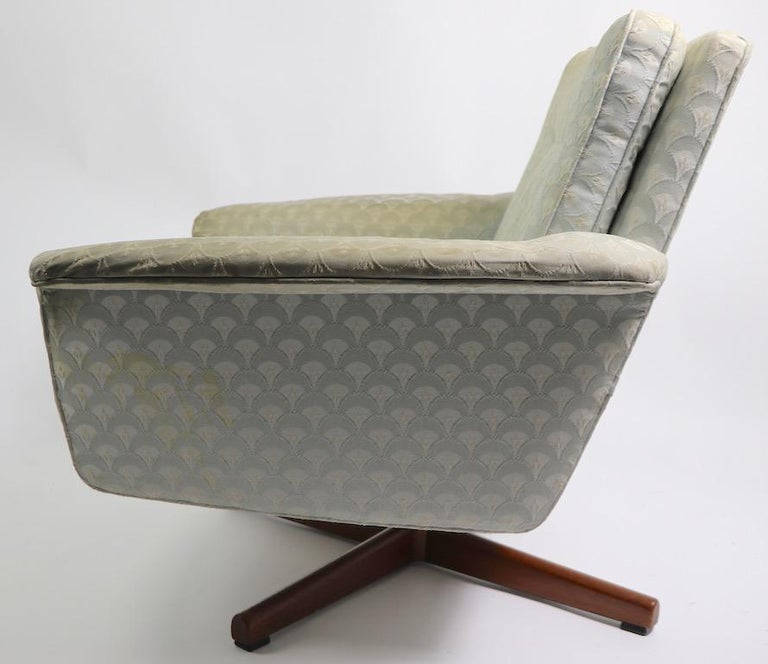 20th Century Danish Modern Swivel Chair and Ottoman Attributed to DUX For Sale