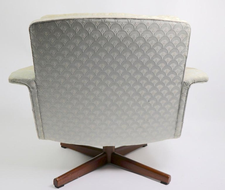 Danish Modern Swivel Chair and Ottoman Attributed to DUX For Sale 2