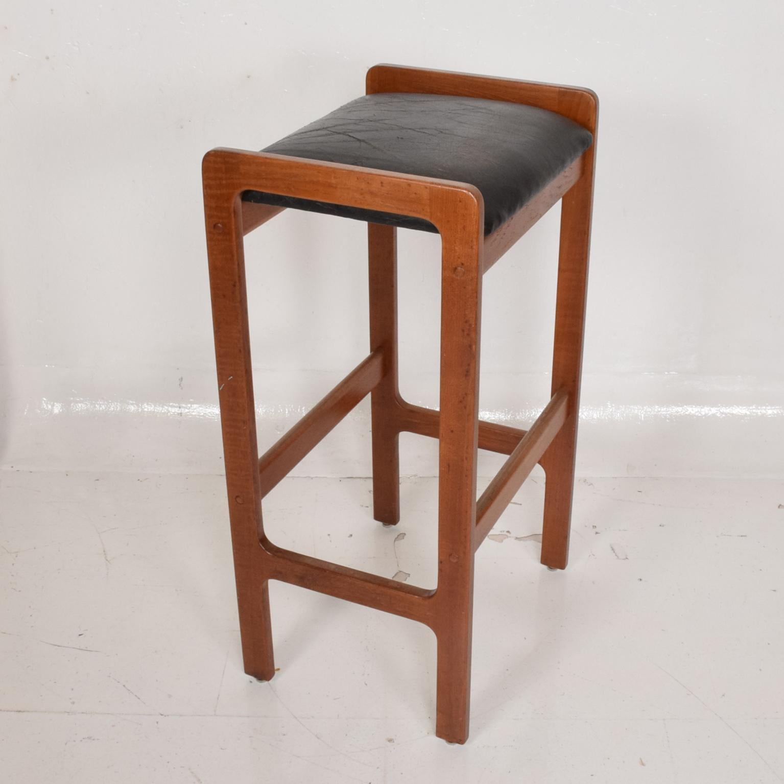Picture of: Danish Modern Teak Bar Stool With Leather Seat For Sale At 1stdibs