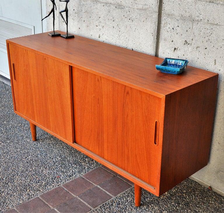 Mid-Century Modern Danish Modern Teak & Beech Hundevad & Co Compact 2 Slider Credenza / Sideboard For Sale