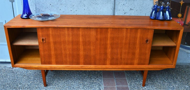 Danish Modern Teak Buffet / Credenza with Centre Drawers and Sword Blade Legs For Sale 4