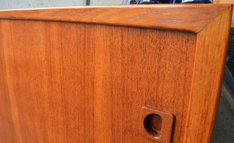 Scandinavian Danish Modern Teak Buffet / Credenza with Centre Drawers and Sword Blade Legs For Sale