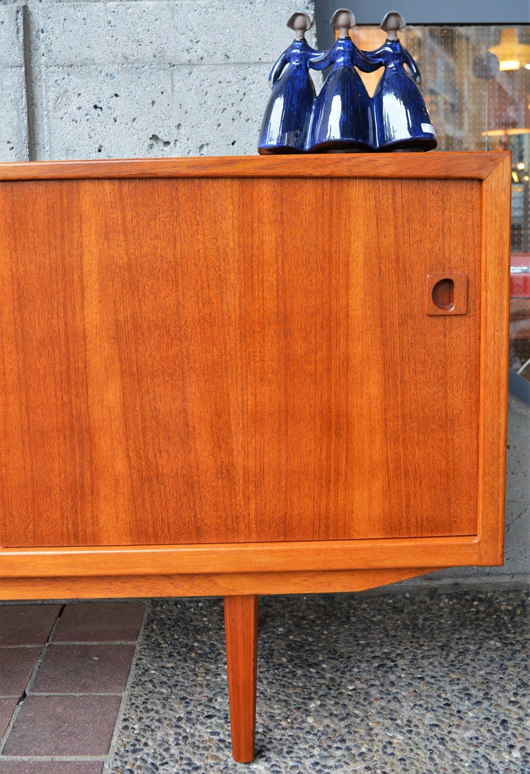 Danish Modern Teak Buffet / Credenza with Centre Drawers and Sword Blade Legs For Sale 1