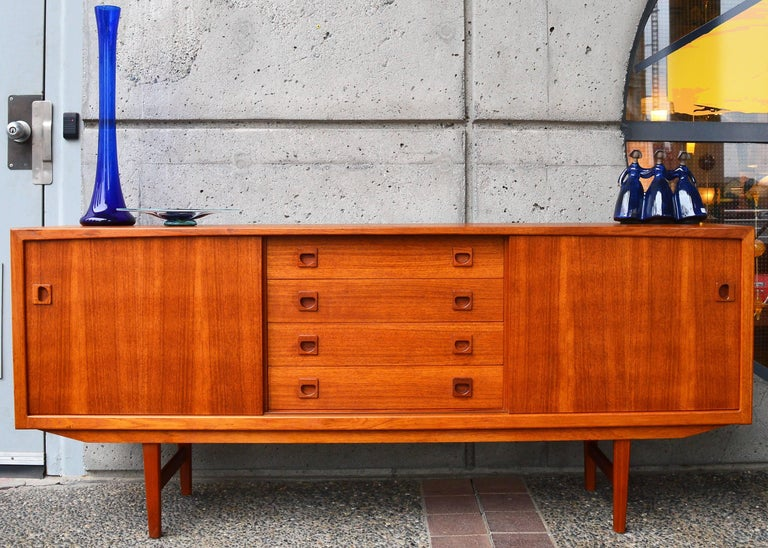 Danish Modern Teak Buffet / Credenza with Centre Drawers and Sword Blade Legs For Sale 2