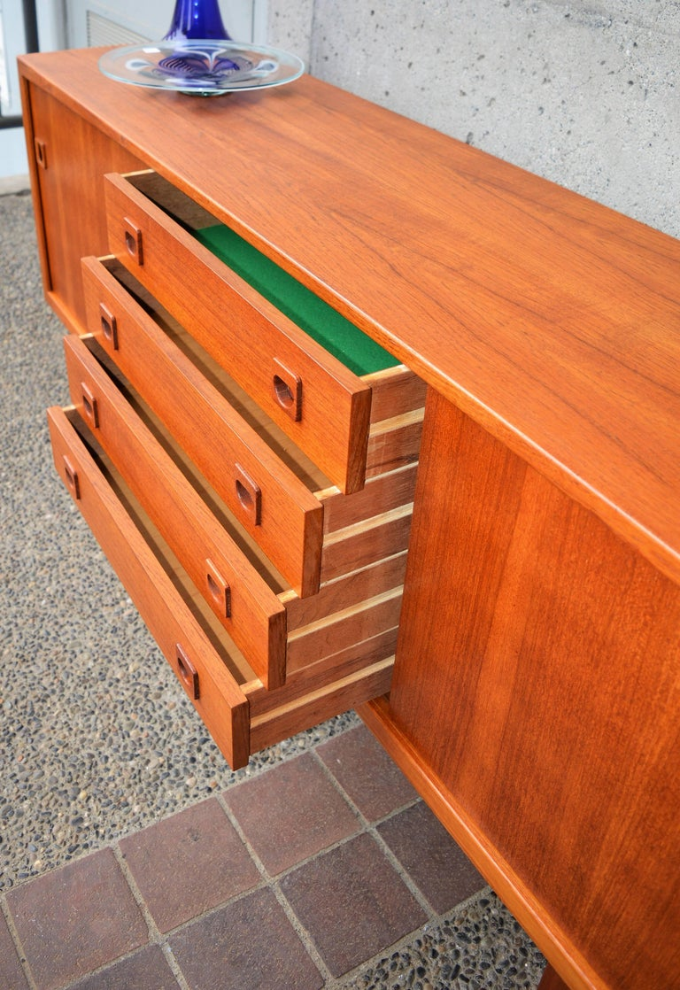 Danish Modern Teak Buffet / Credenza with Centre Drawers and Sword Blade Legs For Sale 3