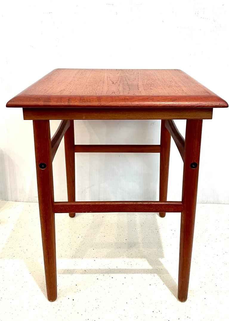 Danish Modern Teak Cocktail End Table In Good Condition For Sale In San Diego, CA