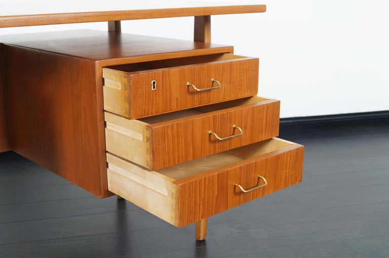 Danish Modern Teak Desk by Torben Standgaard In Excellent Condition For Sale In Burbank, CA