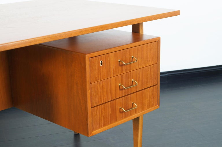 Danish Modern Teak Desk by Torben Standgaard For Sale 1