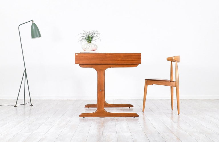 Danish Modern Teak Desk with Pop Up Tray In Excellent Condition For Sale In Los Angeles, CA