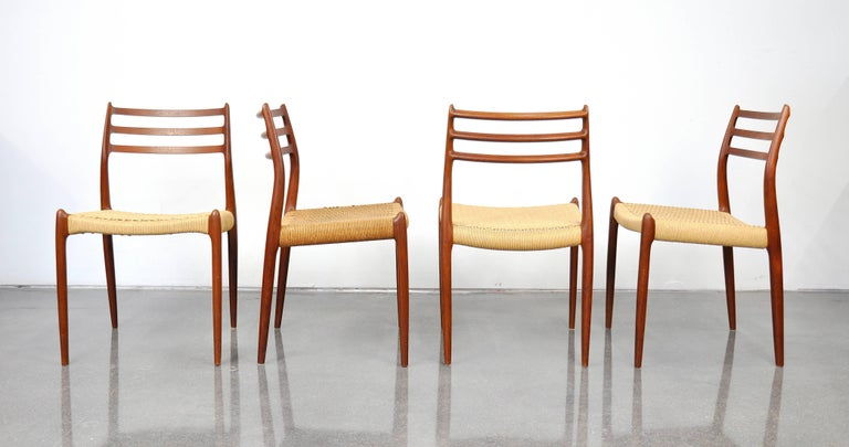 Danish Modern Teak Dining Set with Four Moller Model #78 Chairs In Good Condition In Miami, FL