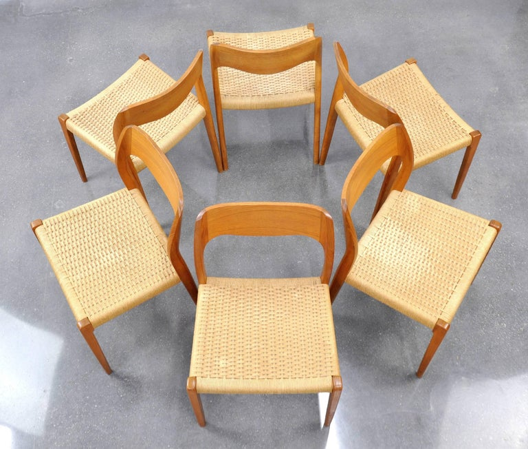 Danish Modern Teak Dining Set with Six Moller Model #71 Chairs In Good Condition In Miami, FL