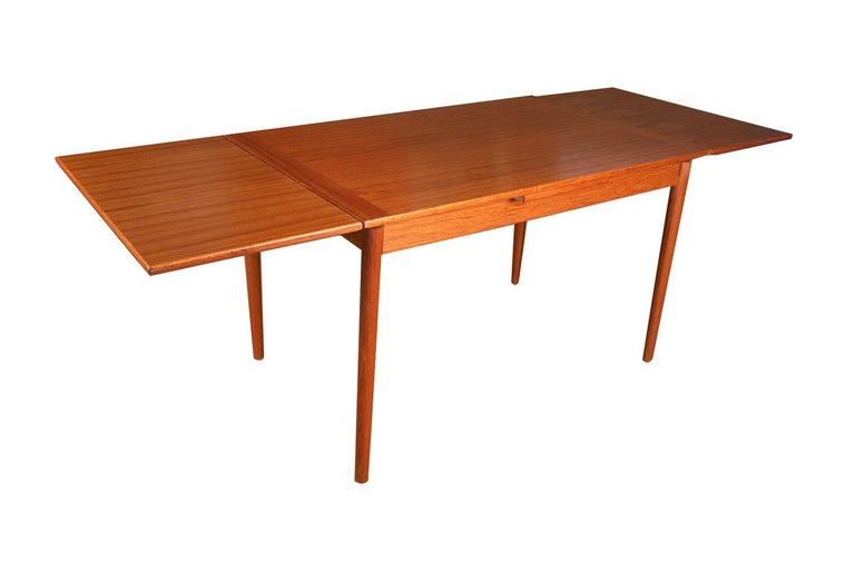 Danish Modern Teak Extendable Dining Table In Good Condition In Baltimore, MD