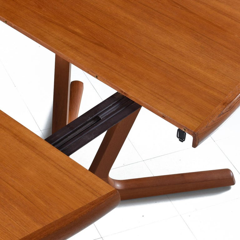 Danish Modern Teak Extending Dining Table by Interform Collection In Excellent Condition For Sale In Saint Petersburg, FL