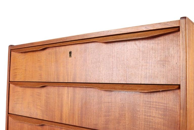 Danish Modern Teak Highboy Dresser with Quarter Profile Pulls In Good Condition For Sale In Berkeley, CA