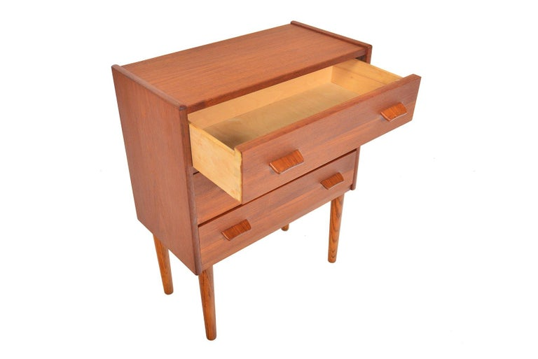 Danish Modern Teak and Oak Three-Drawer Chest In Good Condition For Sale In Berkeley, CA