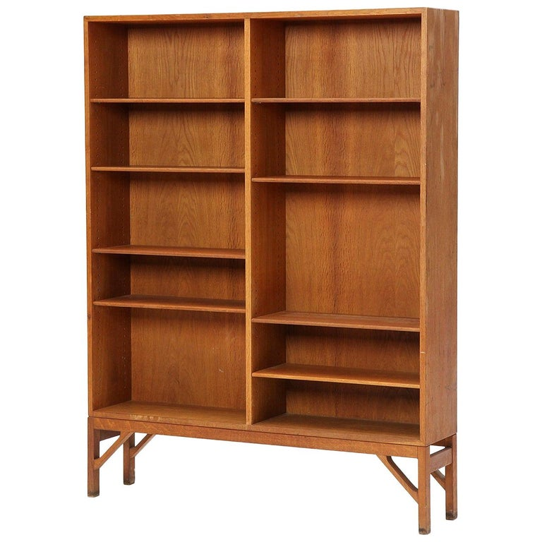 Danish Modern Teak Standing Bookcase by Børge Mogensen For Sale