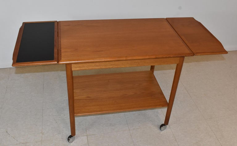 Danish Modern Teak Tea / Bar Cart by Dyrlund In Good Condition For Sale In Toledo, OH
