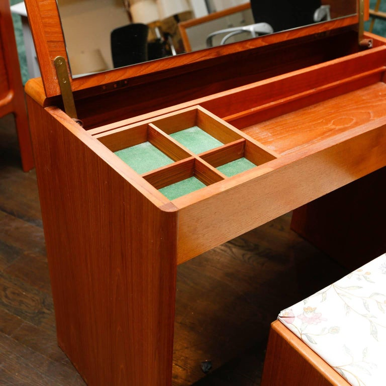 Wondrous Danish Modern Teak Vanity With Storage Bench At 1Stdibs Gmtry Best Dining Table And Chair Ideas Images Gmtryco