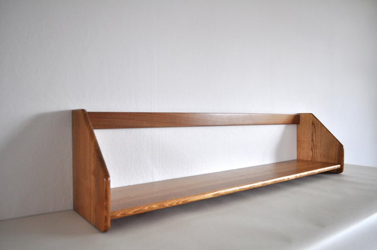 Wall bookshelf made in solid oak designed by Hans J. Wegner. Fully restored and lacquered. Very fine vintage condition with few signs of wear.