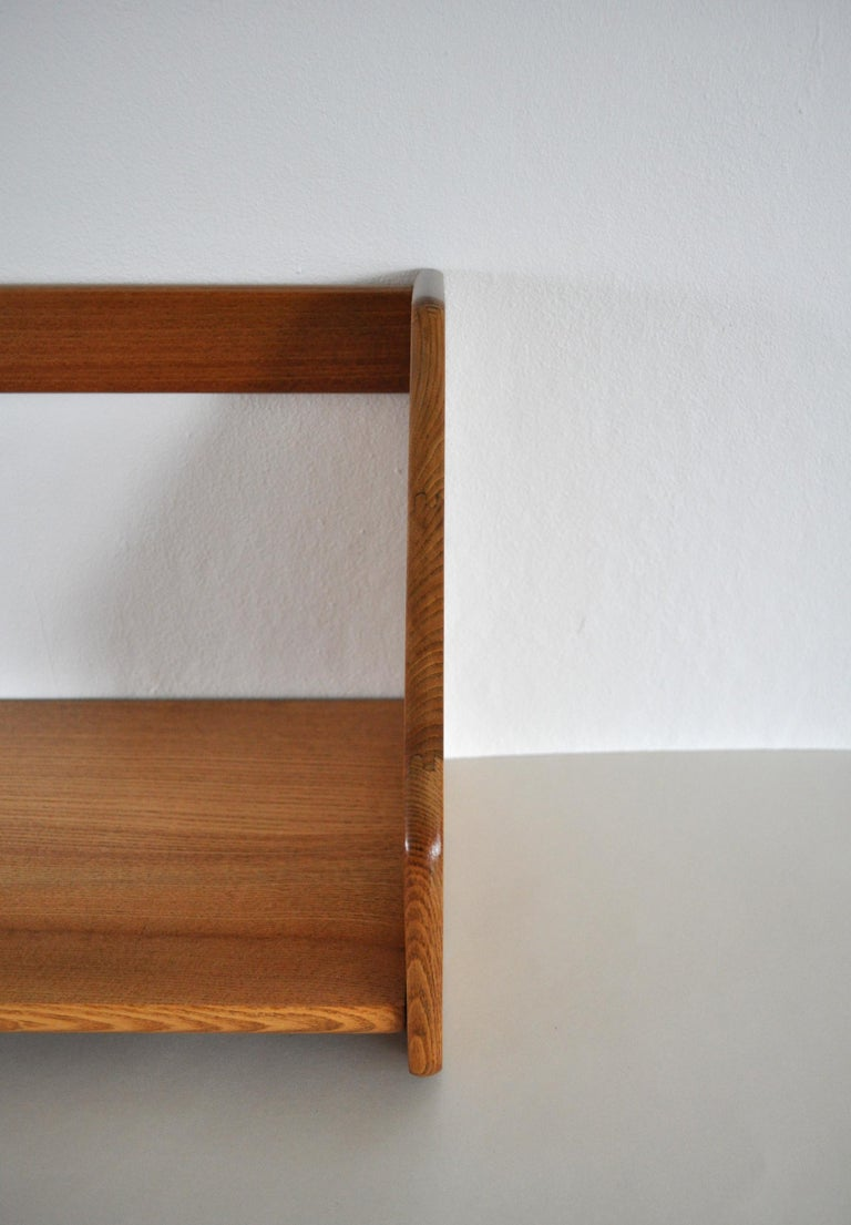 Danish Modern Wall Bookshelf in Oak by Hans J. Wegner, 1950s In Good Condition For Sale In Vordingborg, DK