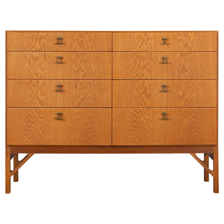 Danish Oak Chest of Drawers No. 234 by Børge Mogensen for FDB Mobler, 1960s For Sale