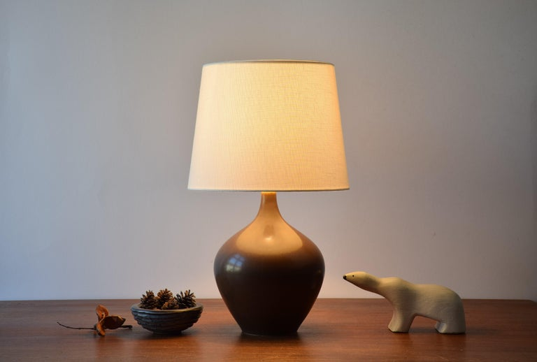 Scandinavian Modern Danish Palshus Budded Table Lamp Brown Haresfur Glaze with Lampshade, 1950s For Sale