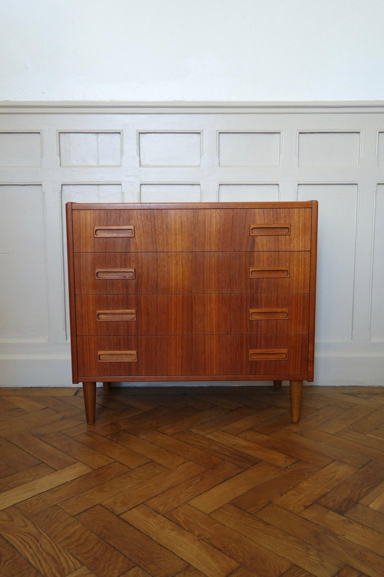 Danish Rosewood Chest of Drawers by Otto Nielsen, 1960s In Good Condition For Sale In BEAUNE, FR
