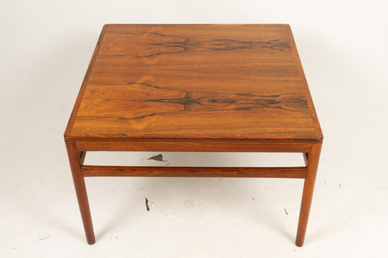 Danish rosewood coffee table by Kurt Østervig 1960s. Elegant and stylish square coffee table in rosewood with round tapered legs. Extremely beautiful veneer pattern. Very high build quality and craftsmanship, made by Centrum Møbler in the
