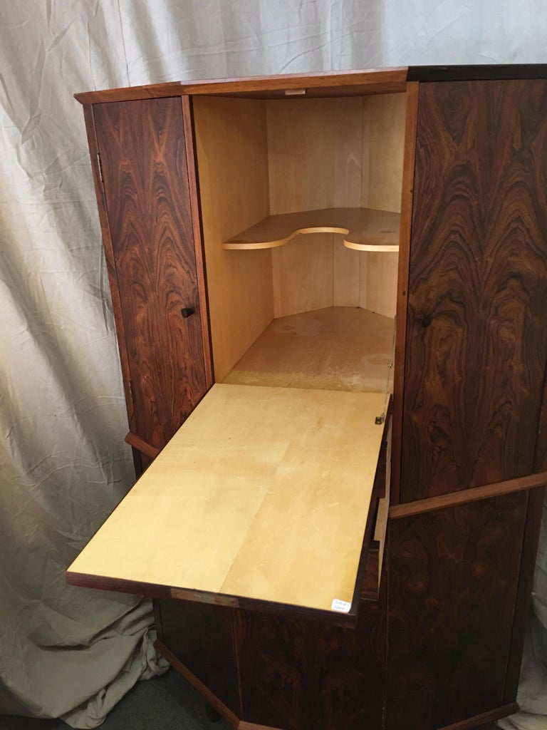 Danish Rosewood Corner Bar Cabinet In Good Condition For Sale In Philadelphia, PA