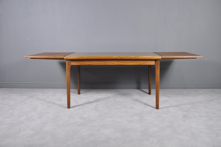 Danish Rosewood Extendable Dining Table by Henning Kjærnulf for Vejle,1960s In Good Condition For Sale In Bucharest, RO