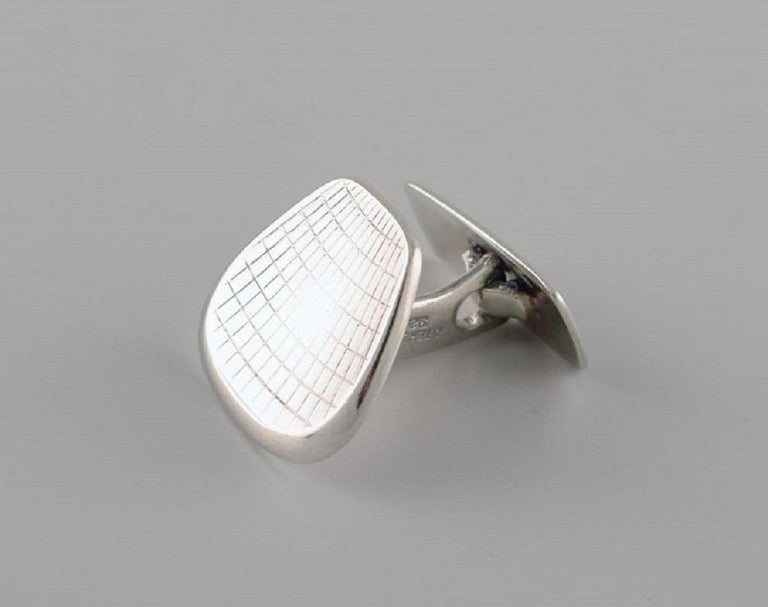 Danish Silversmith a Pair of Modernist Cufflinks in Sterling Silver, 1960s-1970s In Excellent Condition For Sale In bronshoj, DK