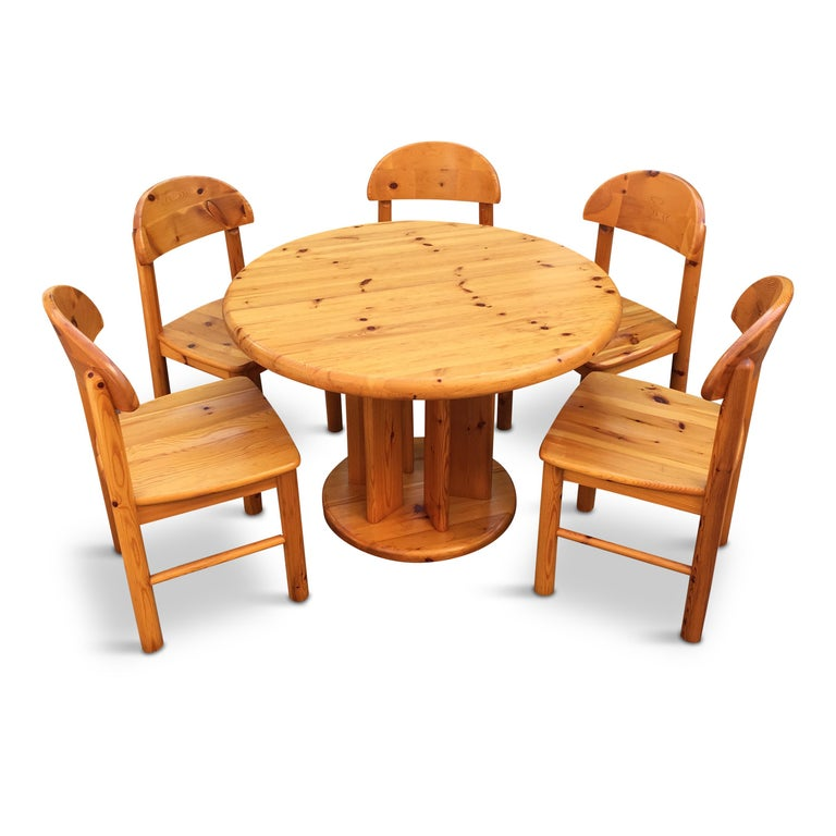 Extendable pedestal dining table with 5 dining chairs, the desk and the base are joined by 6 minimalistic columns. This set looks very sculptural. Great choice for a chalet or city residence.  Table: H 73 cm closed - D 107 cm extended - D 107