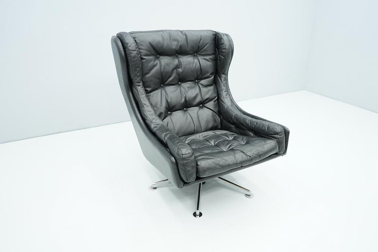 Danish Swivel Lounge Chair in Black Leather, 1960s For Sale 5