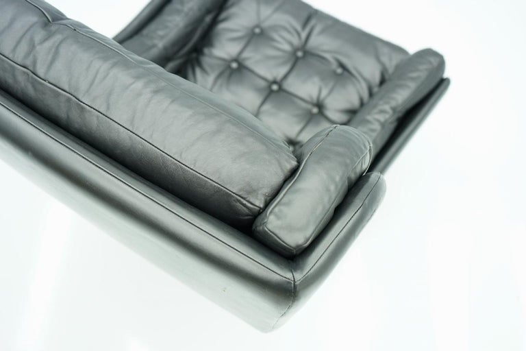 Danish Swivel Lounge Chair in Black Leather, 1960s For Sale 7