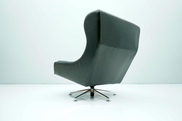 Danish Swivel Lounge Chair in Black Leather, 1960s For Sale 1