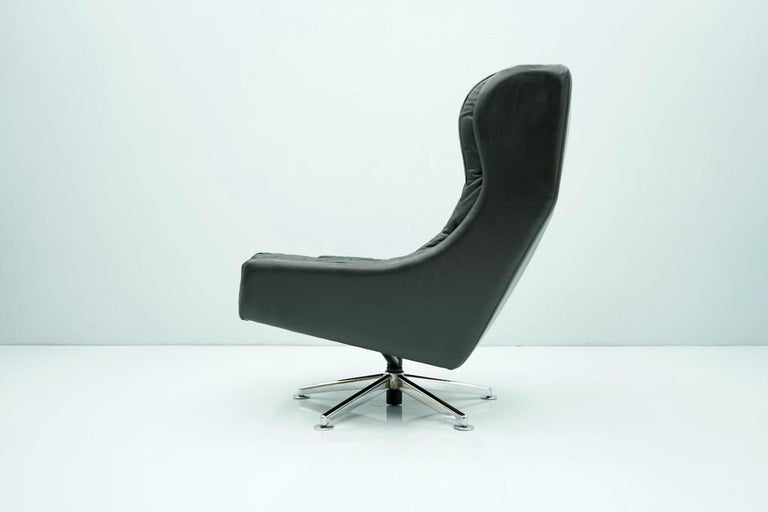 Danish Swivel Lounge Chair in Black Leather, 1960s For Sale 2