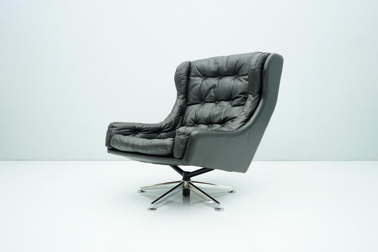 Danish Swivel Lounge Chair in Black Leather, 1960s For Sale 3