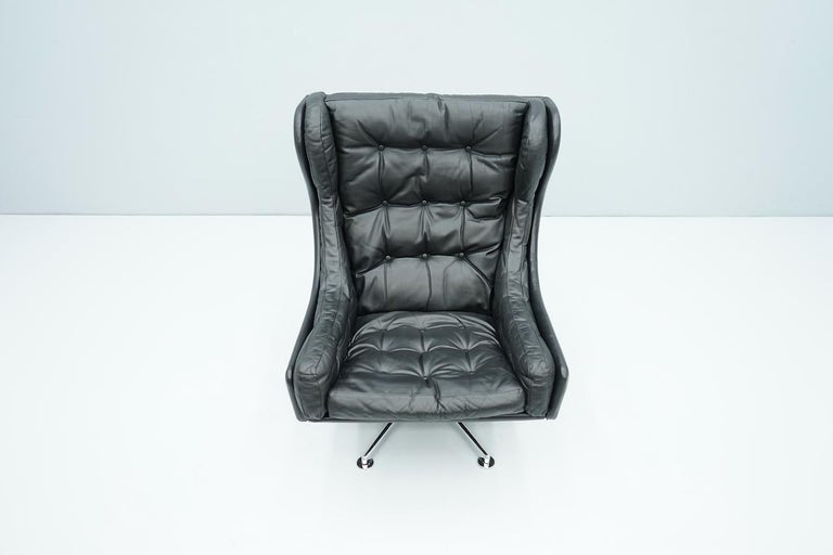 Danish Swivel Lounge Chair in Black Leather, 1960s For Sale 4