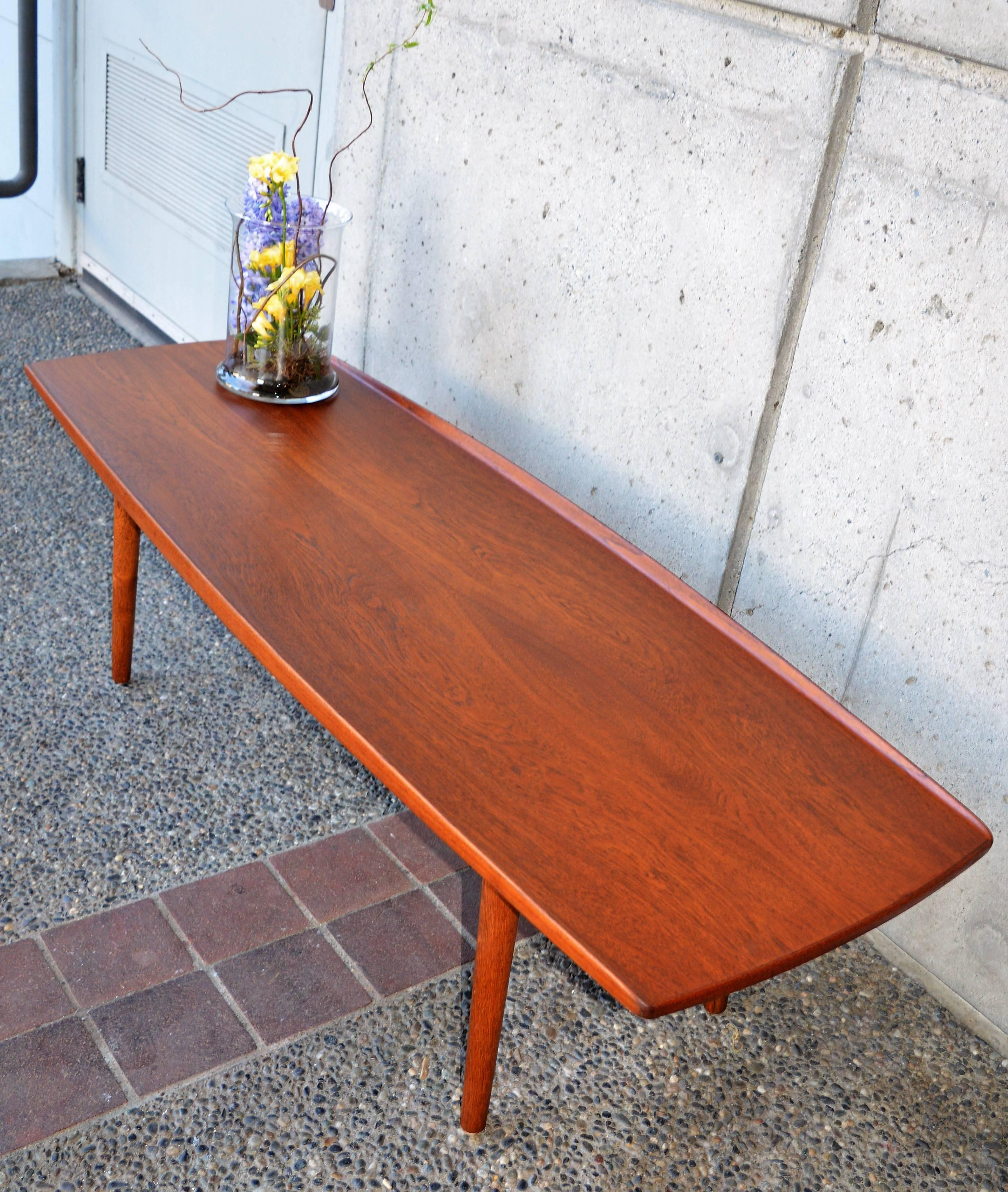 Exceptionnel Mid 20th Century Danish Teak And Oak Surfboard Coffee Table Flared Edges By  Trioh,