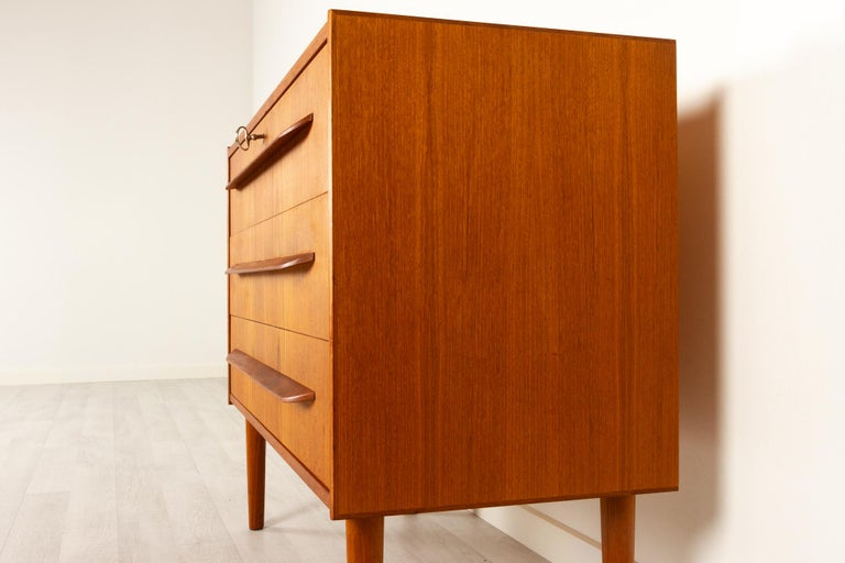 Danish Teak Chest of Drawers, 1960s In Good Condition For Sale In Nibe, Nordjylland